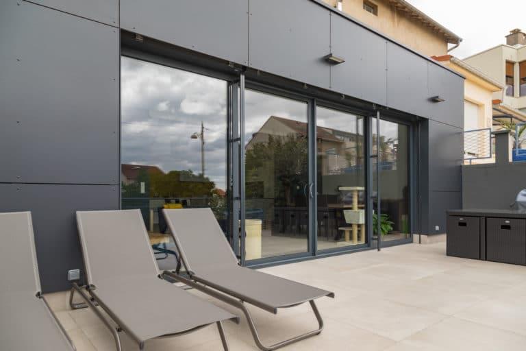 La fenêtre PVC gris anthracite, star de la rénovation !