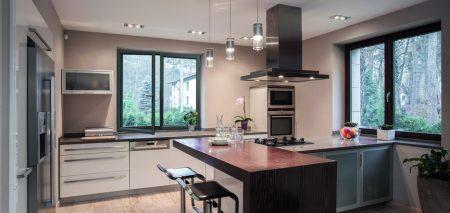 Coulissantes, oscillo-battantes, à la française : la fenêtre PVC s'ouvre à tous les styles de vie ! - ChoisirMaFenetre.fr UFME